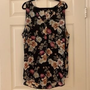 NWOT TORRID tunic in gorgeously colored florals